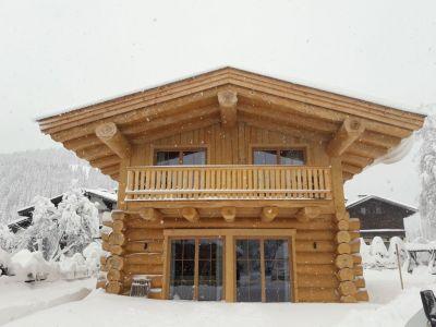 Blockhaus In Kanadischer Naturstammbauweise In Hochfilzen