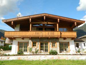 Dachstuhl, Balkon U. Täfer Gehackt, Gebürstet U. M. Effektlasur Gestrichen
