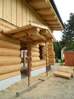 Eingang Blockhaus In Kanadischer Naturstammbauweise