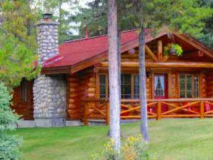 Ferienhaus in kanadischer Rundblockbauweise