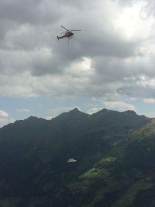 Schwarzenbergerhütte Montage Mit Hubschrauber