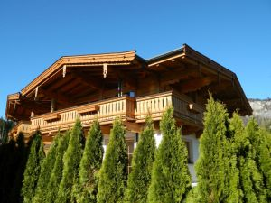 Rustikal Bearbeiteter Dachstuhl In Altholzoptik