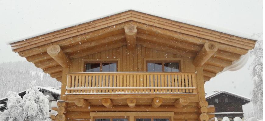 Blockhaus in kanadischer Naturstammbauweise